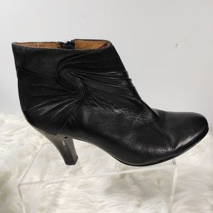 Sofft women's black ankle boots